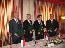 Od lewej: Janusz Zaleski, Tomáš Chalupa (Czechy), József Nagy (Słowacja) oraz Sándor Fazekas (Węgry) Archiwum Ministerstwa Środowiska