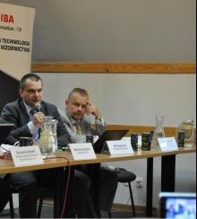 Od lewej: Olaf Kopczyński, z-ca dyrektora Departamentu Ochrony Powietrza w Ministerstwie Środowiska oraz Michał Piskorz, kierownik Zespołu Dialogu NFOŚiGW