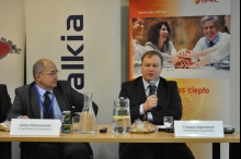 Od lewej: Adam Dobrowolski, dyrektor oddziału centralnego URE, Tomasz Dąbrowski, dyrektor departamentu energetyki w Ministerstwie Gospodarki